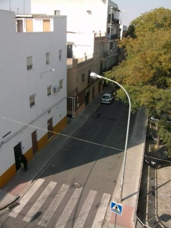Piso en sevilla zona viviendas de embargo for Pisos y casas en sevilla